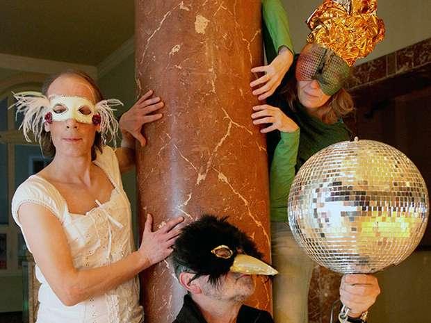 Bürgerensemble beim Maskenball im Schauspielhaus