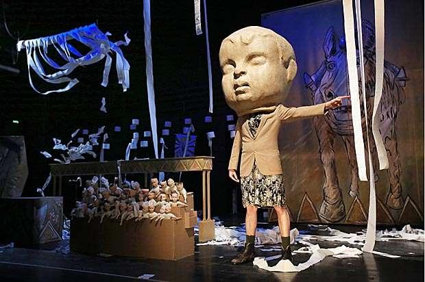 "Puppentheater ""Der Untertan"""