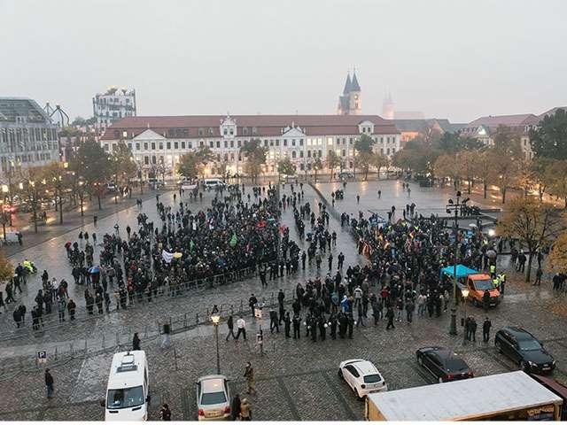 Blick vom Dom auf die Demonstrationslager