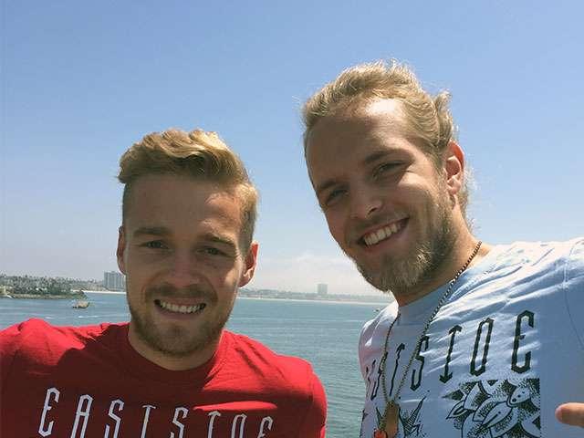Zwei Freunde auf der Queen Mary