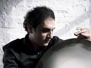 Iranischer Trommler Mohammad Reza Mortazavi