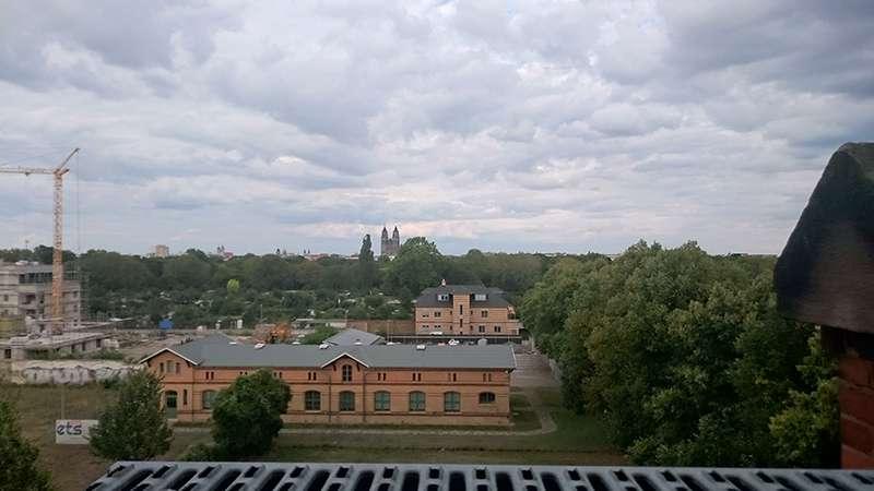 Federbett-Wolkendecke überm Dom