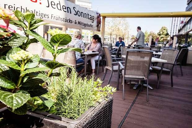 GEHRKE  Uniplatz Terrasse