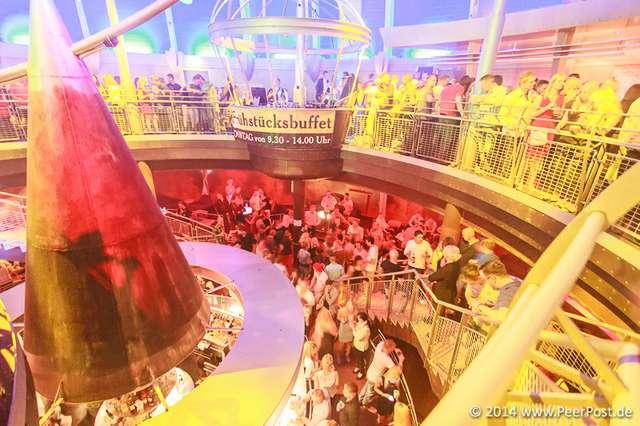 Saturday-Night-Club_002_Peer_Post.jpg