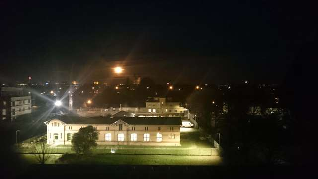 Domblick: Der größte Mond am Himmel