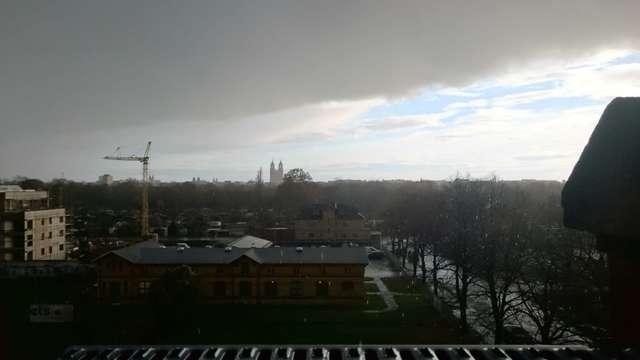 Domblick: Regenfront von Norden