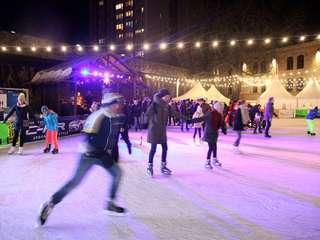 Schlittschuhlaufen bei der Eiszeit