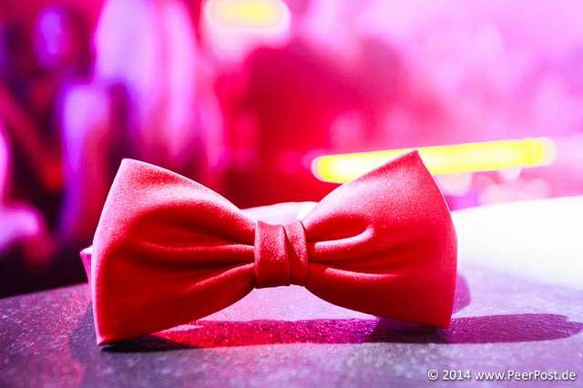 Suit-and-Tie_006_Peer_Post.jpg
