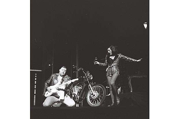 Der Rocker und das Dienstmädchen