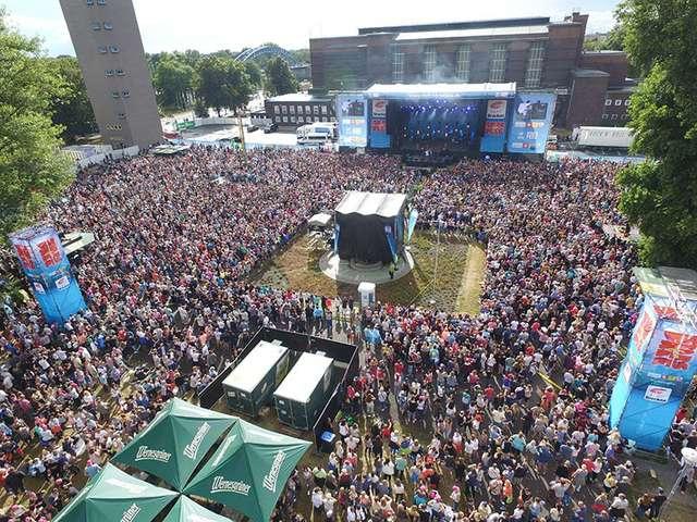 Stars for free 2016: die Crowd an der Stadthalle feiert