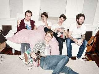 Afterpartees - Das Quintett kreuzt das Beste von The Libertines und The Clash