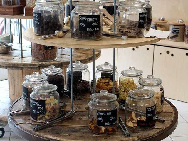Bei Frau Erna gibt es Schokolade & Co. zum Abfüllen