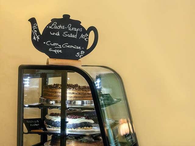 """Im Café """"Feiner Dame"""" warten ausgefallene Kuchenkreationen"""