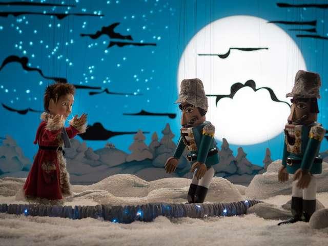 """Augsburger Puppenkiste: """"Als der Weihnachtsmann vom Himmel fiel"""""""