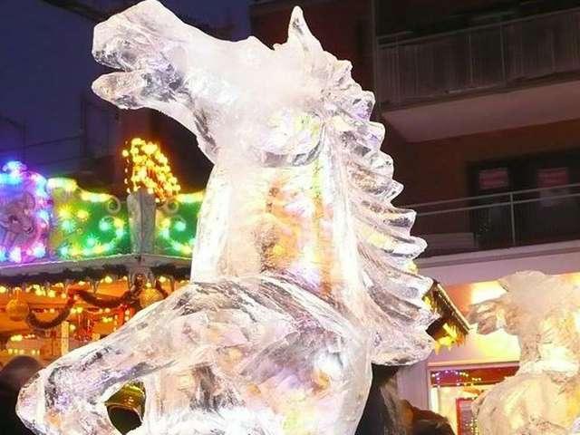 Eisskulpturen werden beim Eisfestival entlang des Breiten Wegs zu bewundern sein