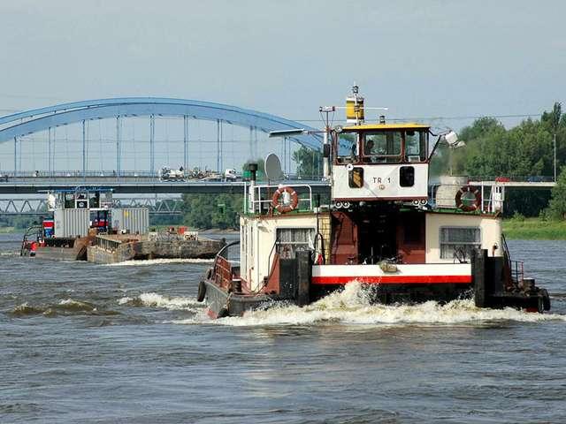 Schubschiff Magdeburger Stadtstrecke