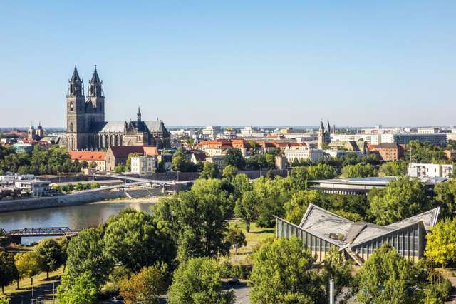 Elbe bei Magdeburg mit Dom