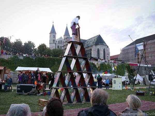 Kaiser-Otto-Fest - Babylonische Kartenpyramide