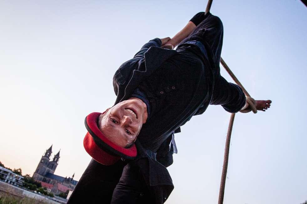 Carsten Ast - Akkrobatik an der Hubbrücke