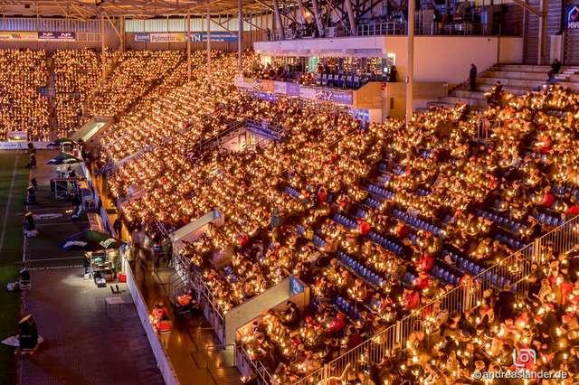 Weihnachtssingen Magdeburg 2018 Tribünen1 ╕ Andreas Lander.jpg