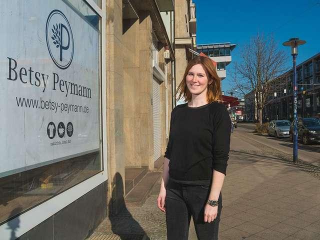 b48d834a9649cd Breiter Weg  Elisabeth Peymann vereint grüne Mode und Café ...