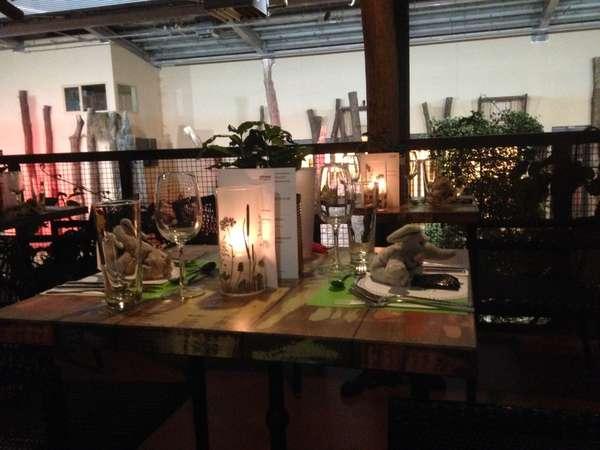 AFRICAMBO Abend Tisch.JPG