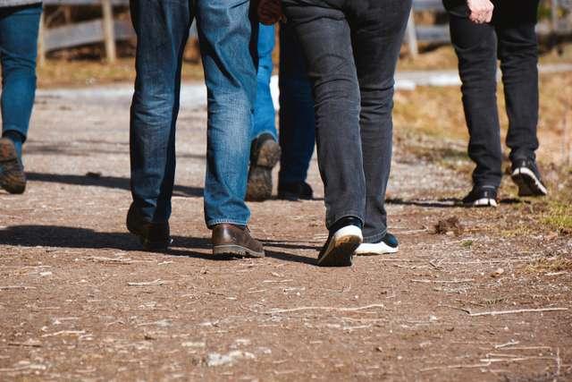 walk-4066242_1920.jpg