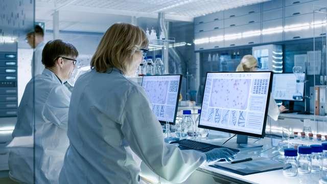 Wissenschaftliches Personal im Labor