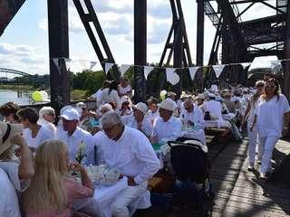 White Brücken Dinner
