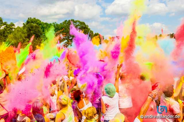 Holi-Festival-der-Farben_001_Foto_Andreas_Lander.jpg