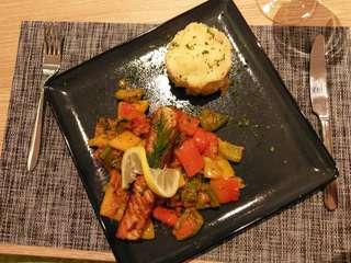 Gebratener Lachs mit Kartoffelgratin