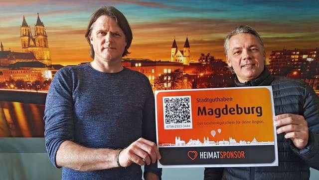 Heimatsponsor-Initiator Dirk Wolf und DATEs-Geschäftsführer Jörg Segler werben gemeinsam für das Stadtguthaben