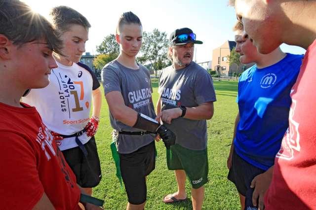 Flagfootball Angriffsbesprechung (c) Engelhardt.jpg