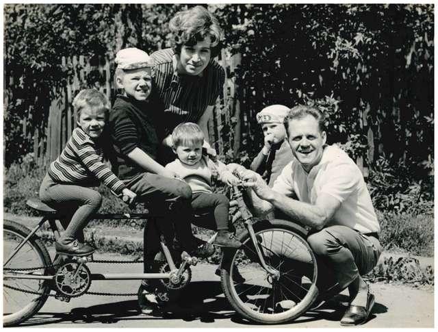 Täve Schur mit seiner Familie