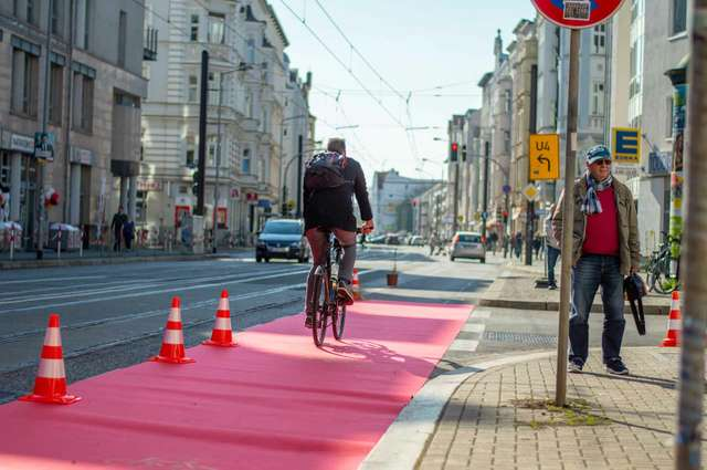 Pop-Up Protected Bike Lane Große Diesdorfer Straße