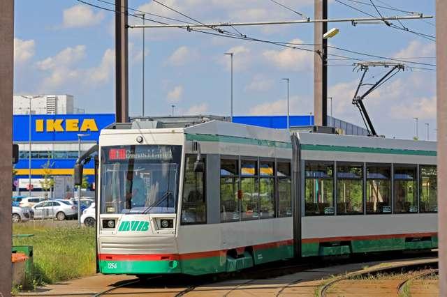 Linie 1 der MVB an der IKEA-Wendeschleife