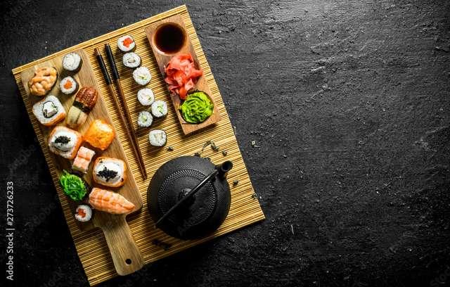Volkshochschule Sushi 1000_F_273726233.jpg