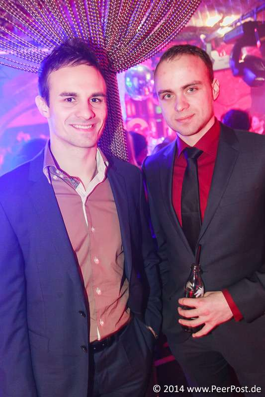 Suit-and-Tie_021_Peer_Post.jpg
